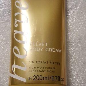 Victoria's Secret Heavenly velvet body cream